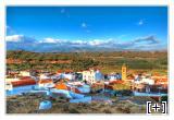 Vista del pueblo con el fondo de Sierra Nevada