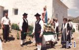 Procesión (vecinos ataviados con trajes típicos)